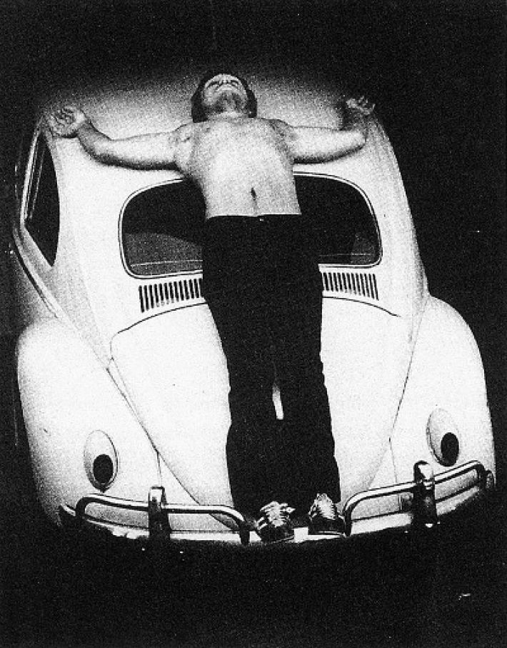 Chris Burden (1946-2015), Trans-fixed, 23 april 1974