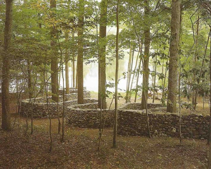 Andy Goldsworthy, Storm King Wall, 1997-98, stenen, ongeveer 1,52 x 694,5 m., Mountainville, New York