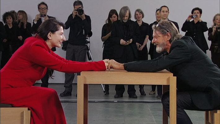 Marina Abramović en Ulay Siepen in 2010 herenigd tijdens de performance 'The Artist is Present' in het Museum of Modern Art in New York