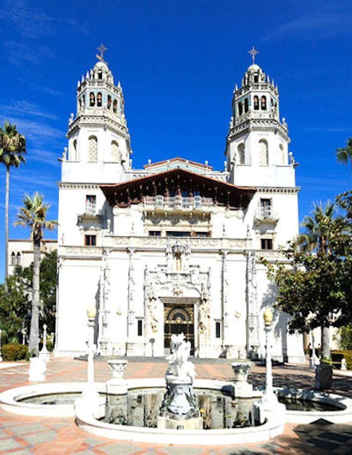 Hearst Castle, nabij San Simeon, gelegen halverwege tussen Los Angeles en San Francisco in Californië
